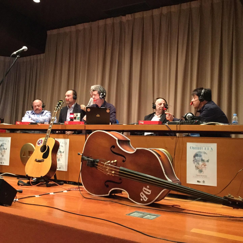 """Éxito del programa de Radio Nacional de España """"No es un día Cualquiera"""" visita Orihuela por el 75 aniversario de la muerte de Miguel Hernández."""