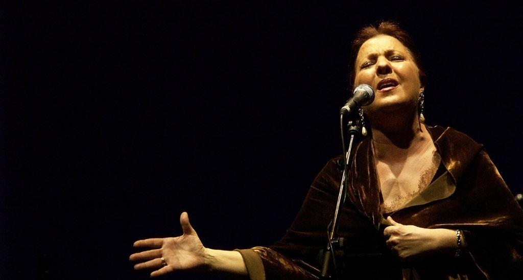 La cantaora Carmen Linares ofrece en Orihuela concierto homenaje a Miguel Hernández.