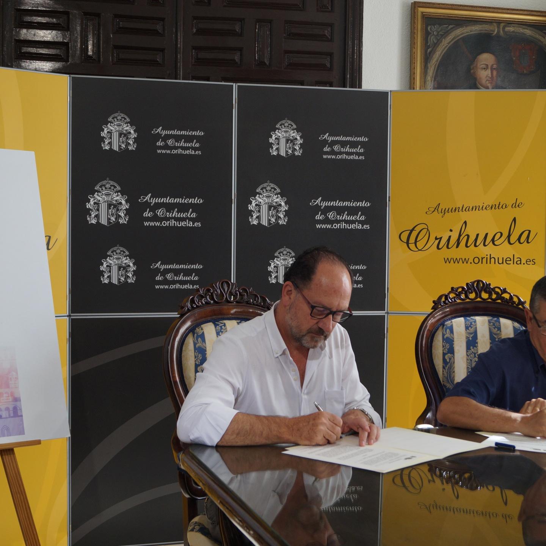 """El Ayuntamiento de Orihuela y la Archicofradía de Monserrate suscriben un acuerdo para la colocación del mural cerámico con el poema """"El Nazareno"""" de Miguel Hernández."""